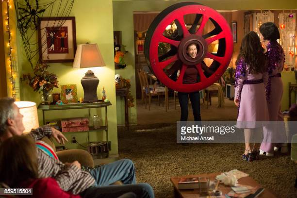 THE MIDDLE Halloween VIII Orson Murder Mystery As Halloween approaches Frankie discovers that a woman had died in the bathtub of the Heck house close...