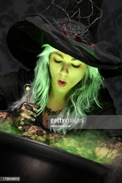 ハロウィーン魔女思い起こさせる、効果 - 大釜 ストックフォトと画像