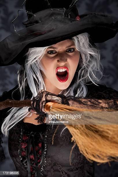 Halloween Hexe mit einem Besen