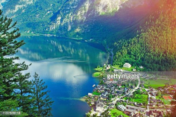 hallstatt and hallstätter see - hallstatter see stock pictures, royalty-free photos & images