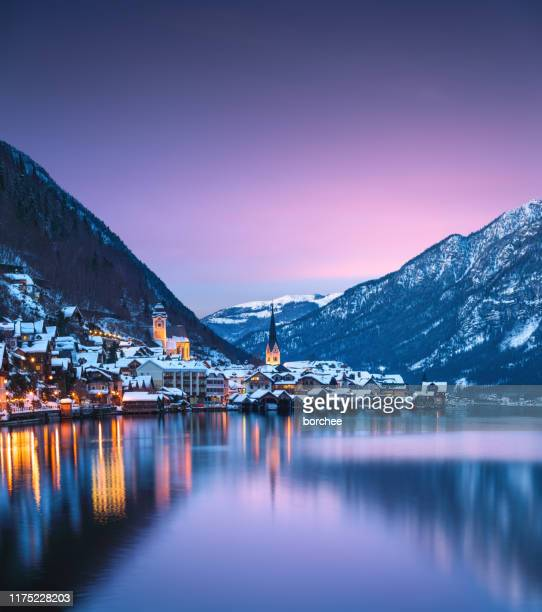 hallstatt at sunset - hallstatter see stock pictures, royalty-free photos & images