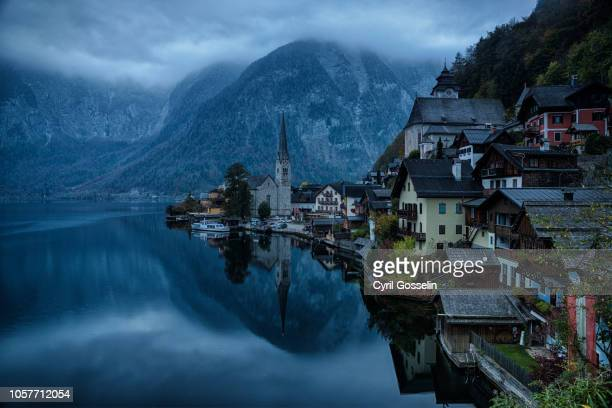 hallstatt at twilight - dämmerung stock pictures, royalty-free photos & images