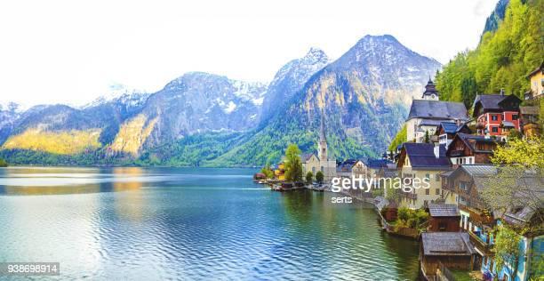 hallstatt village and hallstatter see lake in austria - hallstatt stock pictures, royalty-free photos & images