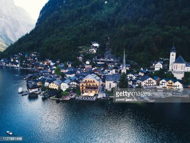 hallstatt village austria aerial view - inquadratura da un aereo foto e immagini stock
