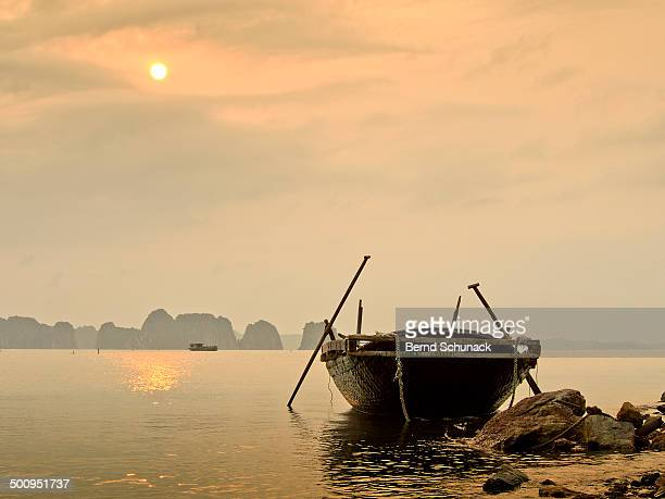 halong bay sunset - bernd schunack stock pictures, royalty-free photos & images