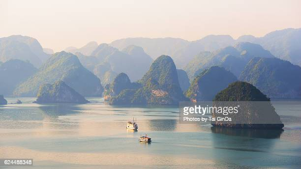 halong bay, vietnam - vietnam stock pictures, royalty-free photos & images