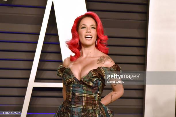 Halsey attends the 2019 Vanity Fair Oscar Party at Wallis Annenberg Center for the Performing Arts on February 24, 2019 in Beverly Hills, California.