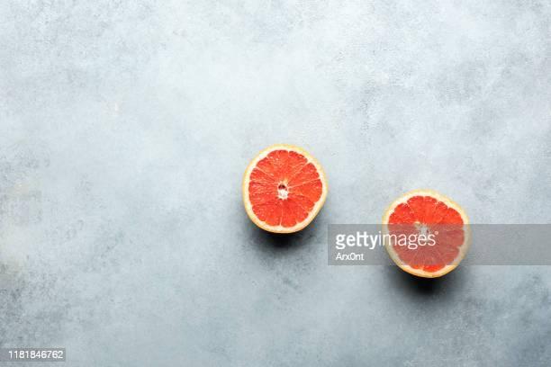 halved grapefruit background - table top shot stockfoto's en -beelden