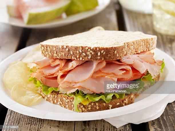 ハムとチーズのサンドウィッチでピクニック