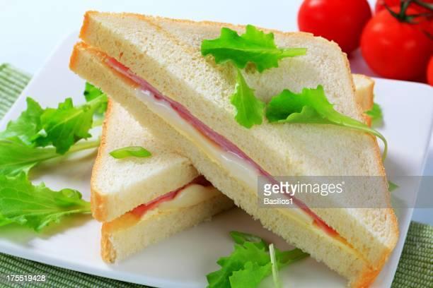 Sandwichs au jambon et au fromage