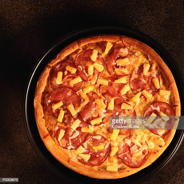 ham and pineapple pizza - hawaiian pizza stock pictures, royalty-free photos & images