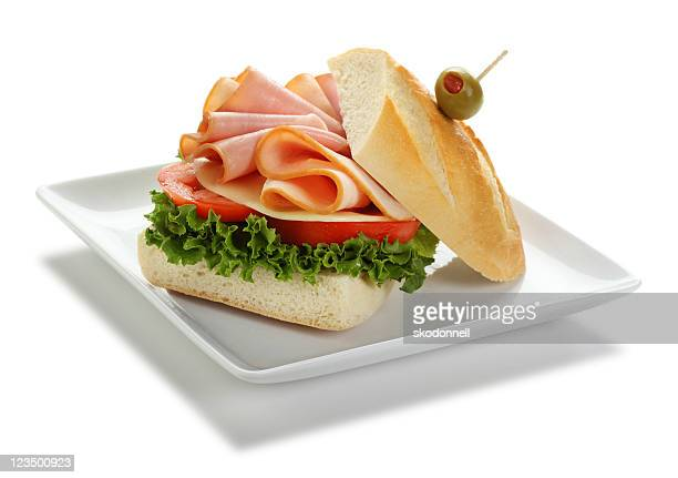 Jambon et Sandwich à la dinde isolé sur blanc