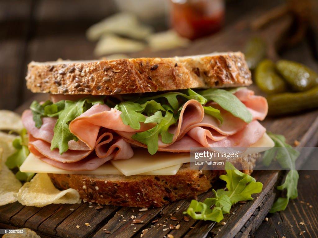Presunto, suíço e sanduíche de rúcula : Foto de stock