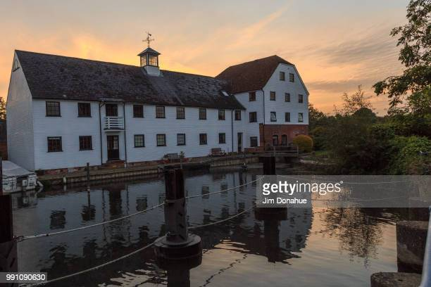 hambleden lock - jim donahue stock pictures, royalty-free photos & images