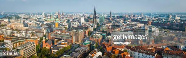 Hamburg aerial Panorama über Stadt Türme Rathaus Altstadt Speicherstadt Deutschland