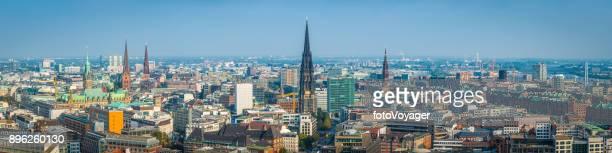 Hamburg aerial Panorama über Türme Wahrzeichen und Dächer Stadtbild Deutschland