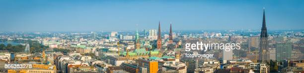 Hamburg aerial Panorama über den Turmspitzen Rathaus Binnen Alster See Deutschland