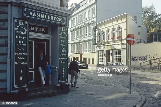 die Kreuzung KarlTheodorStraße und Bahrenfelder Straße in Ottensen im Bezirk Altona Auf der Ecke befindet sich ein AntikTrödelladen Sammlereck...