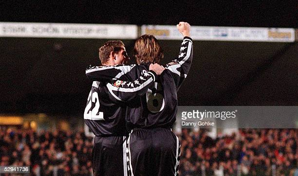 2 BUNDESLIGA 00/01 Hamburg FC ST PAULI 1 FC NUERNBERG 10 JUBEL nach dem TOR zum 10 von Markus LOTTER mit KAPITAEN Daniel SCHEINHARDT/PAULI