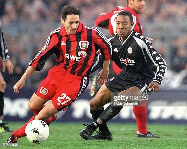 1 BUNDESLIGA 01/02 Hamburg FC ST PAULI BAYER 04 LEVERKUSEN 22 Oliver NEUVILLE/Leverkusen Cory GIBBS/St Pauli