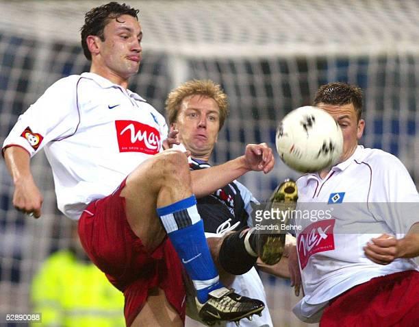 1 BUNDESLIGA 01/02 Hamburg FC ST PAULI HAMBURGER SV 04 Ingo HERTZSCH/HSV Andre TRULSEN/PAULI Erik MEIJER/HSV