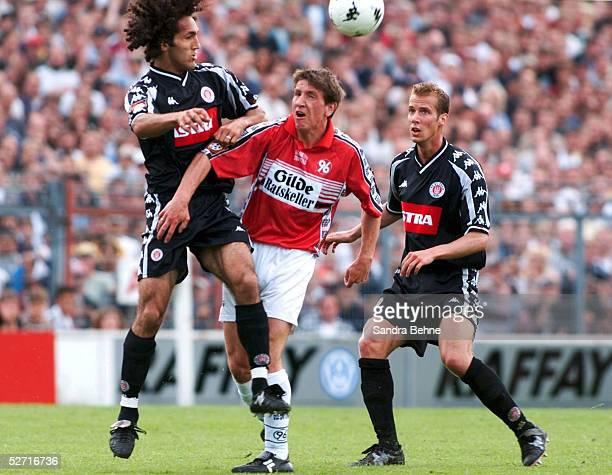 2 BUNDESLIGA 00/01 Hamburg FC ST PAULI HANNOVER 96 22 Deniz BARIS/PAULI Daniel STENDEL/HANNOVER Markus AHLF/PAULI
