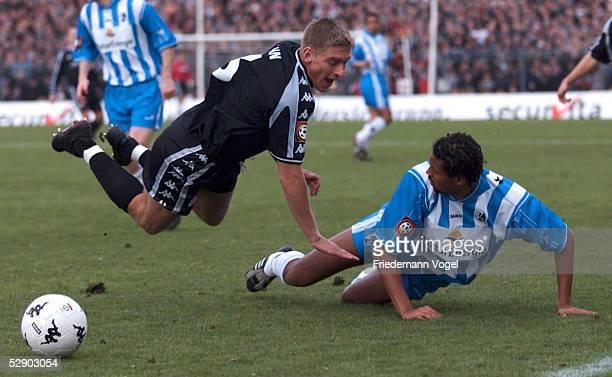1 BUNDESLIGA 01/02 Hamburg FC ST PAULI SC FREIBURG 10 Christian RAHN/PAULI Oumar KONDE/FREIBURG