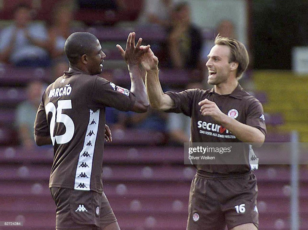 FUSSBALL: TESTSPIEL 2002 FC St.PAULI - NAC BREDA : News Photo