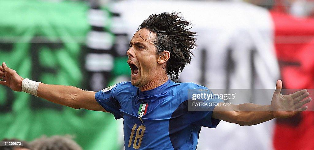 Italian forward Filippo Inzaghi celebrat : News Photo