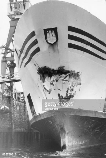 Hadag Englandfähre 'Prinz Hamlet' nach einem Schiffsunfall ein metergroßes Leck am Bug nach einer Kollision mit einem polnischen Schleppzug vor der...