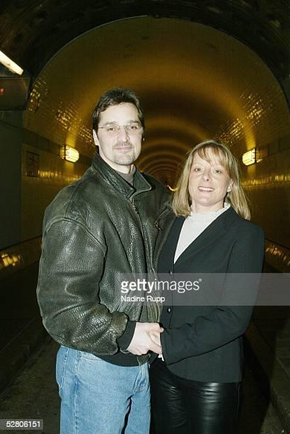 Hamburg; Hamburg Freezers; Mike SCHMIDT mit Ehefrau Marlis im Elbtunnel
