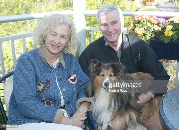 Hamburg; Hamburg Freezers; Trainer Dave KING mit Ehefrau Linda und Hund Rudi