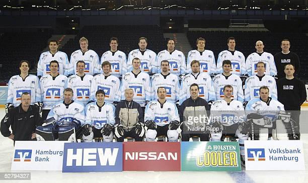 Hamburg; Hamburg Freezers/Fototermin; Hinten: Shane PEACOCK, Patrick KOEPPCHEN, Markus SCHROEDER, Wayne HYNES, Dave TOMLINSON, Rene ROETHKE, Stefan...