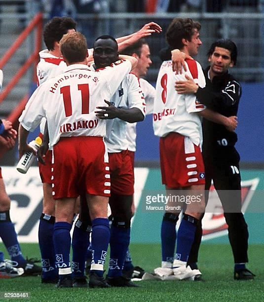 Hamburg HAMBURGER SV 1 FC KAISERSLAUTERN 20 SCHLUSS JUBEL/Hamburger SV Torschuetze Sergej KIRIAKOV umarmt Torschuetze Anthony YEBOAH