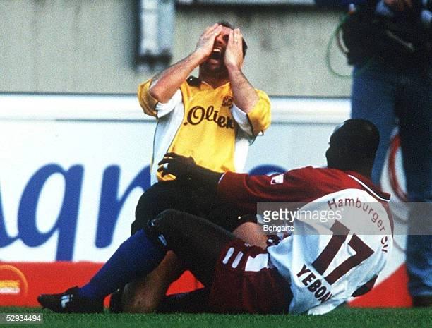 1 BUNDESLIGA 99/00 Hamburg HAMBURGER SV BORUSSIA DORTMUND 11 Anthony YEBOAH/HSV verletzte Juergen KOHLER/Dortmund mit seinen Stollen im Gesicht
