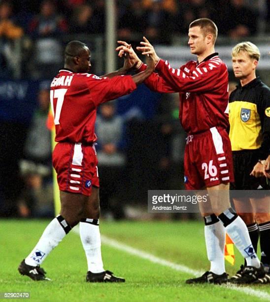 Hamburg HAMBURGER SV DEPORTIVO LA CORUNA 11 AUSWECHSLUNG Anthony YEBOAH geht Marinus BESTER kommt/Hamburger SV