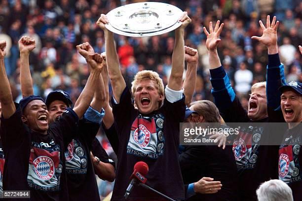 1 BUNDESLIGA 00/01 Hamburg HAMBURGER SV FC BAYERN MUENCHEN 11 FC BAYERN MUENCHEN DEUTSCHER FUSSBALLMEISTER 2001 JUBEL Stefan EFFENBERG/BAYERN mit...