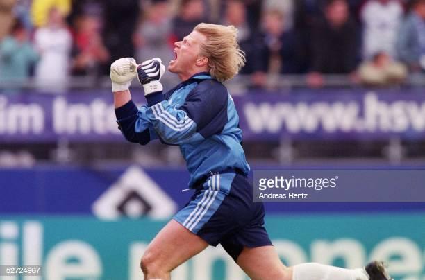Hamburg; HAMBURGER SV - FC BAYERN MUENCHEN 1:1; FC BAYERN MUENCHEN DEUTSCHER FUSSBALLMEISTER 2001; JUBEL TORWART Oliver KAHN/BAYERN