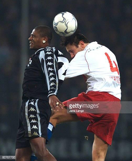 1 BUNDESLIGA 01/02 Hamburg HAMBURGER SV FC ST PAULI 43 MARCAO/PAULI Ingo HERTZSCH/HSV