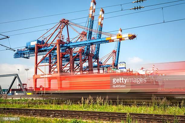 Hamburger Hafen, Zug vorbei-lange Belichtung