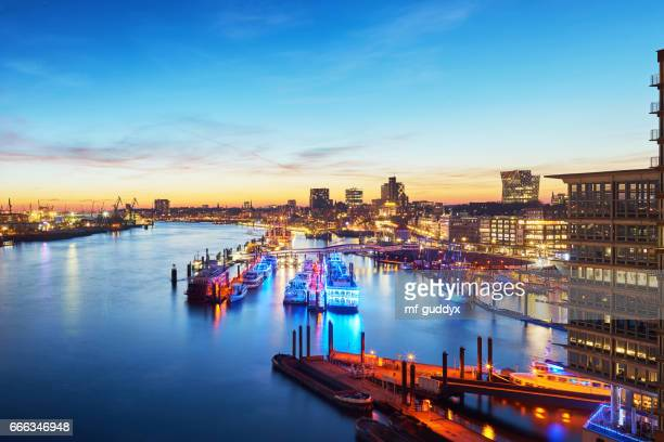 hamburg harbour, elbe river at sunset - stadtsilhouette stock pictures, royalty-free photos & images