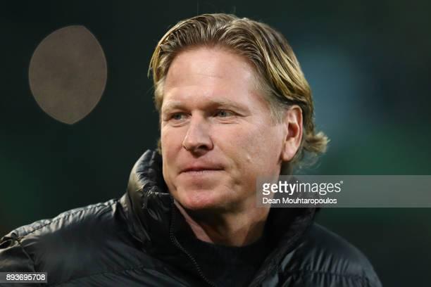 Hamburg Head Coach / Manager Markus Gisdol looks on during the Bundesliga match between Borussia Moenchengladbach and Hamburger SV at BorussiaPark on...