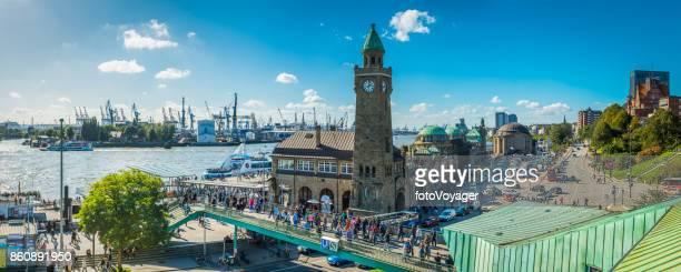 Hamburg Landungsbrucken Massen im Waterfront harbour St Pauli-Panorama-Deutschland