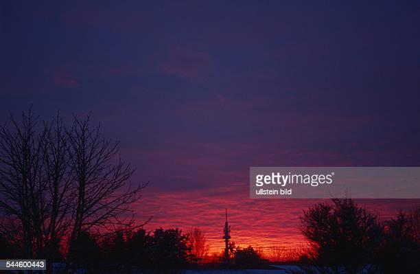 Sonnenuntergang im Winter mit dem Lohbrügger Fernsehturm