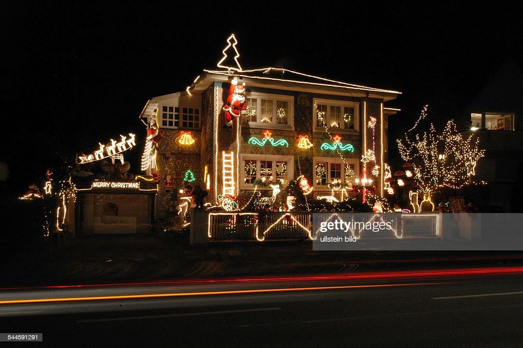 Haus Weihnachtsbeleuchtung.Hamburg Lokstedtdas Weihnachtlich Geschmuckte Und Mit 11000