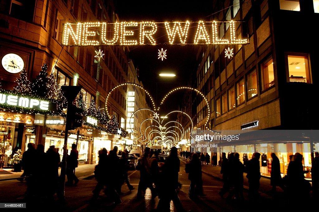 Neuer Wall Weihnachtsbeleuchtung.Hamburg Neustadteinkaufsstrasse Neuer Wall Mit Weihnachtsdekoration