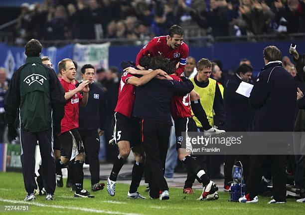 Hamburg players celebrate the goal with Trainer Thomas Doll during the UEFA Champions League Group G match between Hamburger SV and CSKA Moscow at...