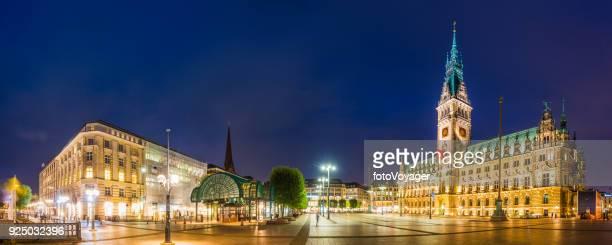 Hamburger Rathaus Rathaus Rathausmarkt quadratische beleuchtete Nacht-Panorama-Deutschland