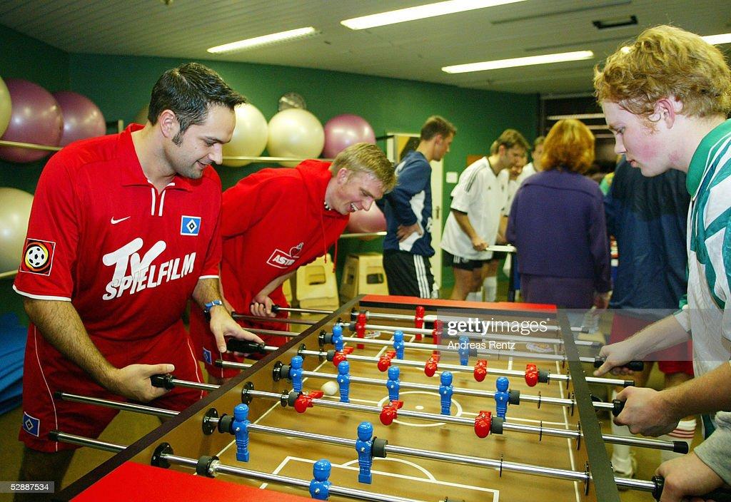 FUSSBALL: HAMBURG-MANNHEIMER-CUP 2003 : ニュース写真