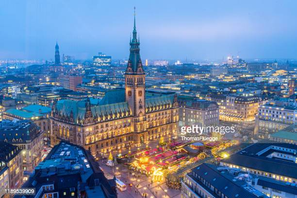 hamburg town hall mit christmas market - luftaufnahme stock pictures, royalty-free photos & images